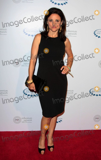 William J Clinton Photo - Julia Louis-dreyfus attends the William J Clinton Foundation Millennium Network Event Held at the Roosevelt Hotel in Hollywood California on April 30 2009 Photo by David Longendyke-Globe Photos Inc 2009