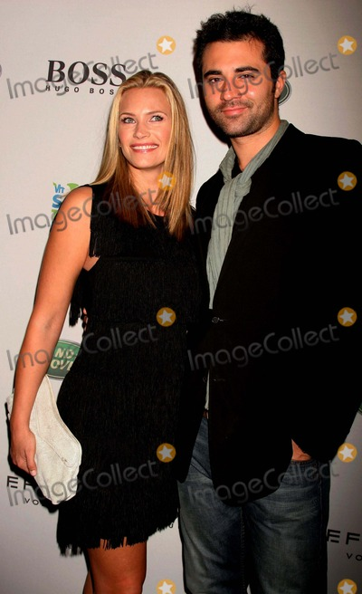 Darius Danesh Photo - I13828CHWTHE VH1 SAVE THE MUSIC FOUNDATION PARTNERS WITH ESQUIRE MAGAZINES HOLLYWOOD HILLS HOUSE AND GAVIN ROSSDALE TO CELEBRATE MUSIC EDUCATION IN LA PUBLIC SCHOOLS THE ESQUIRE HOUSE  HOLLYWOOD HILLS CA  102508NATASHA HENSTRIDGE AND DARIUS DANESH  PHOTO CLINTON H WALLACE-PHOTOMUNDO-GLOBE PHOTOS INC