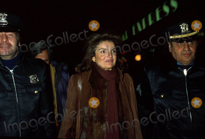Jacqueline Kennedy Onassis Photo - Jacqueline Kennedy Onassis in New York City 1984 K10987rl Photo by Ron LopezGlobe Photos Inc Jacquelinekennedyonassisretro