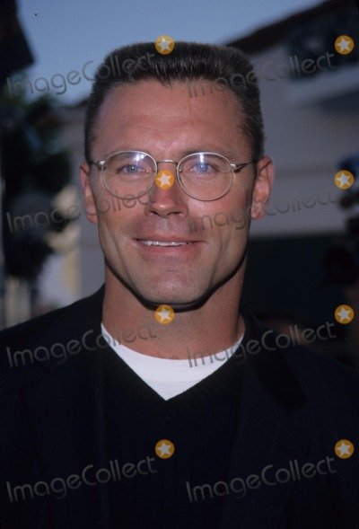 Howie Long Photo - Howie Long Deep Blue Sea Premiere in Westwood  Ca 1999 K16192tr Photo by Tom Rodriguez-Globe Photos Inc