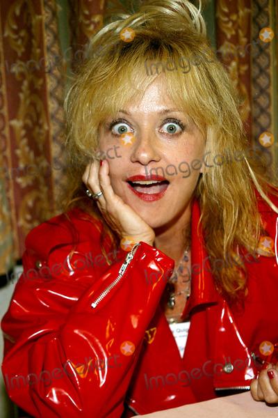 Linnea Quigley Photo - Linnea Quigley K30244rm Chiller Theatre Spring 2003 Extravaganza in New York City 4272003 Photo Byrick MacklerrangefinderGlobe Photos Inc