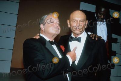 Jackie Gleason Photo - Yul Brynner with Jackie Gleason 1985 F1075 Photo by John Barrett-Globe Photos Inc