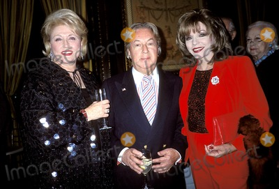 Arnold Scaasi Photo - Taylor Bradford_arnold Scaasi_joan Collins K26933rhart Sd1022 Phyllis George Book Party at Lecirque in New York City Photo Byrose HartmanGlobe Photos Inc