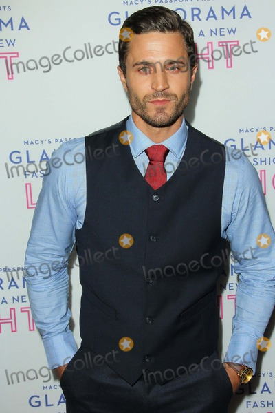 Anderson Davis Photo - Anderson Davis attends Macys Passport Presentation of Glamorama Fashion in a New Light Benefiting Aids Project at the Orpheum Theatre on September 12 in Los Angeles Causaphoto TleopoldGlobephotos
