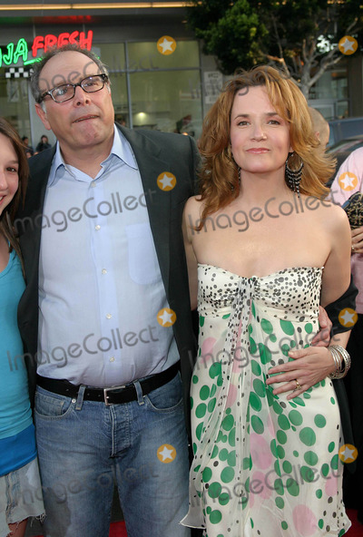 Lea Thompson Photo - the Whole Ten Yards Premiere at Gaumans Chinese Theatre Hollywood California 04072004 Photo by Tom RodriguezGlobe Photos Inc 2004 Howard Deutch and Lea Thompson