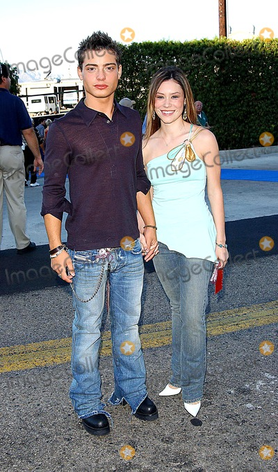 Andrew Lawrence Photo - 2003 Teen Choice Awards - Arrivals at the Universal Amphitheatre Universal City CA 0822003 Photo by Fitzroy Barrett  Globe Photos Inc 2003 Andrew Lawrence and Date
