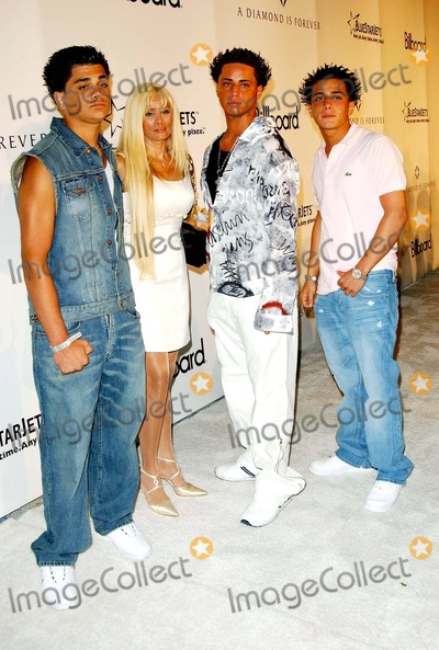 John Gotti Photo - K8733FBBILLBOARD MAGAZINE HOST A DIAMOND IS FOREVER PARTY ROCK SOLID DIAMONDS ON ICE AT THE ORCHARD AT DELANO HOTEL IN MIAMI BEACH FLORIDA08272004PHOTO BY FITZROY BARRETTGLOBE PHOTOS INC2004FRANKIE GOTTI AGNELLO VICTORIA GOTTI CARMINEGOTTI AGNELLO AND JOHN GOTTI AGNELLO