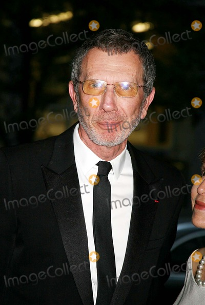 Arne Glimcher Photo - the Museum of Modern Art Honors Joan Tisch and Sarah Jessica Parker at the 38th Annual Party in the Garden-outside Arrivals Moma  New York City 06-06-2006 Photo by Sonia Moskowitz-Globe Photosinc Arne Glimcher