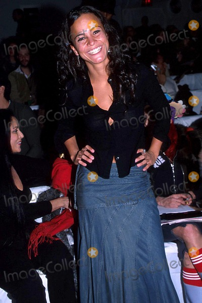 Alice Braga Photo - Carlos Miele Fall 2003 Fashion Show New York City 02112003 Photo Barry Talesnick Ipol Globe Photos Inc 2003 Alice Braga