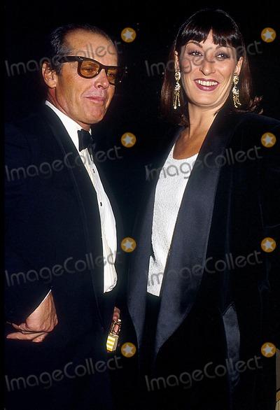 Angelica Huston Photo - 86 Phil Roach  Ipol Globe Photos Inc 13988pr Jack Nicholson  Angelica Huston Jack Nicholson Retro