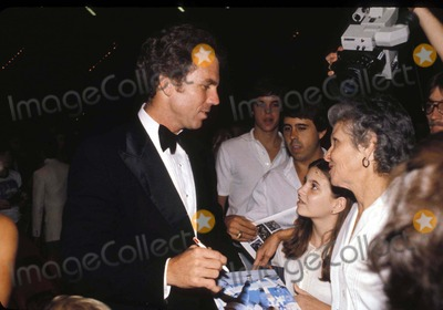 Roger Staubach Photo - 1980 Roger Staubach Signs Autographs in Dallas Texas Photo by David WooGlobe Photos