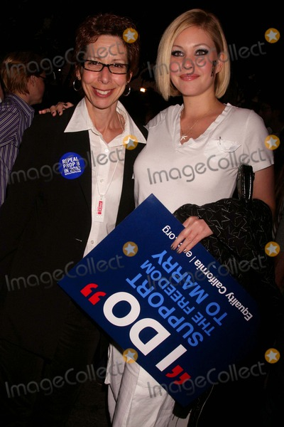Abbe Land Photo - the No on Prop 8 Rally Fiesta Cantina West Hollywood CA 052609 Shanna Moakler and Abbe Land - Mayor of West Hollywood Photo Clinton H Wallace-photomundo-Globe Photos Inc