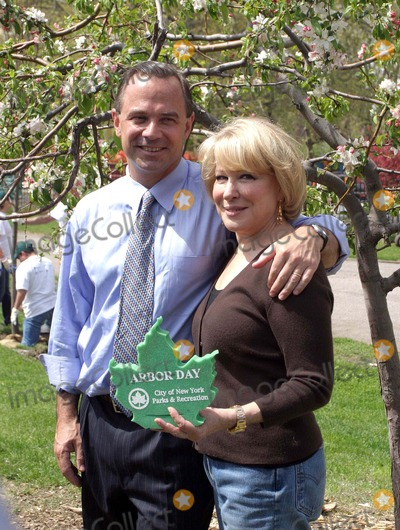 Adrian Benepe Photo - Bette Midler  Marcia Gay Harden  Brendan James  Blue Man Group Help Celebrate Arbor Day and Milliontrees NYC by Planting Trees in Mccarren Park in Brooklyn Bruce Cotler 2008 4-25-08 NYC Parks Commissioner Adrian Benepe