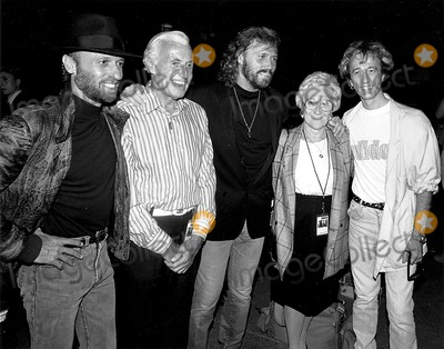 The Bee GEES Photo - The Bee Gees Maurice Barry and Robin Gibb with Their Parents Mark AndersoncpGlobe Photos Inc Mauricegibbretro