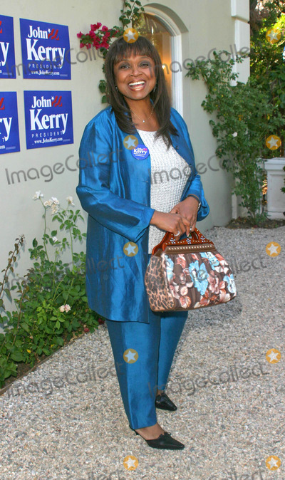 Hattie Winston Photo - Hattie Winston - Lift Evry Vote - a Fundraiser in Support of John Kerry - Private Residence Hancock Park Los Angeles CA - 05222004 - Photo by Nina PrommerGlobe Photos Inc2004