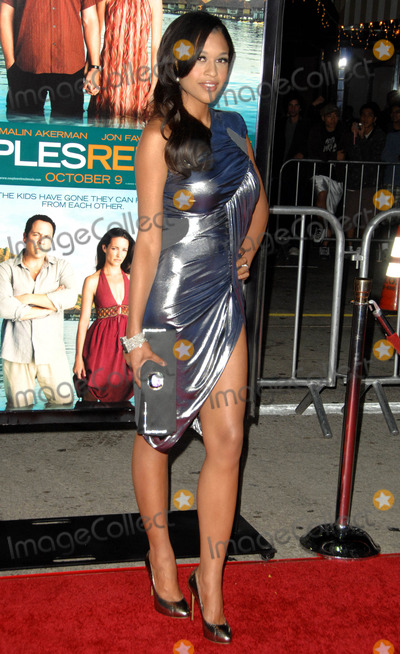 Kali Hawk Photo - Kali Hawk attends the Los Angeles Premiere of Couples Retreat Held at the Manns Village Theatre in Westwood California on October 5 2009 Photo by David Longendyke-Globe Photos Inc 2009