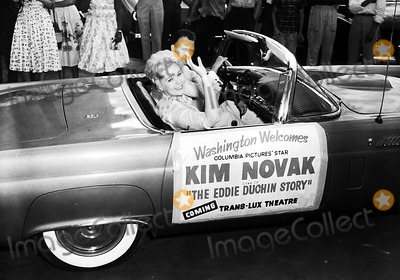Kim Novak Photo - Kim Novak Globe Photos Inc Kimnovakretro