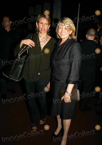 ALEXIS STEWART Photo - SOCIALITES AND CELEBRITIES GATHER FOR THE SOCIETY OF MEMORIAL SLOAN-KETTERING CANCER CENTER PREVIEW PARTY FOR THE HAUGHTON INTERNATIONAL FINE ART ANTIQUE DEALERS SHOW7TH REGIMENT ARMORY 10-19-2006PHOTOS BY RICK MACKLER RANGEFINDER-GLOBE PHOTOS INC2006MARTHA STEWART DAUGHTER ALEXISK50349RM