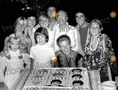 Ann B Davis Photo - EXECUTIVE PRODUCER SHERWOOD SCHWARTZ WITH THE BRADY BUNCH CAST FLORENCE HENDERSON  ROBERT REED  ANN B DAVIS  MAUREEN MCCORMICK  EVE PLUMB  SUSAN OLSEN  BARRY WILLIAMS  CHRISTOPHER KNIGHT AND MIKE LOOKINLAND AT 100TH BRADY BUNCH SUPERSUPPLIED BY SMP-GLOBE PHOTOS INC