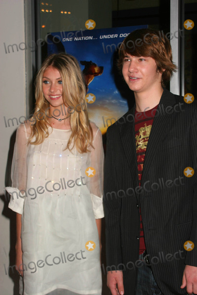 ALEX NEUBERGER Photo - Premiere of Disneys Underdog at Regal E-walk Stadium 13 in New York City on 07-30-2007 Photo by Paul Schmulbach-Globe Photos Inc Taylor Momsen and Alex Neuberger