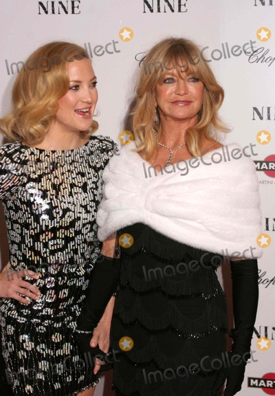 Goldie Photo - the Premiere of Nine at the Ziegfeld Theater in New York City on 12-15-2009 Photo by Paul Schmulbach-Globe Photos Inc Goldie Hawn and Kate Hudson