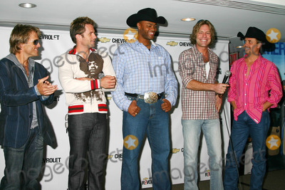 AARON BENWARD Photo - K44861MLPRESS CONFERENCE FOR THE 2005 ( CMA ) COUNTRY MUSIC AWARDS HOSTED BY CHEVY AT THE W HOTEL UNION SQUARE IN NEW YORK CITY9-7-2005PHOTO BYMITCHELL LEVY-RANGEFINDERS-GLOBE PHOTOS INC  2005SCOTT REEVES  AARON BENWARD  COWBOY TROY  BIG KENNY AND JOHN RICH FROM ( BIG AND RICH )