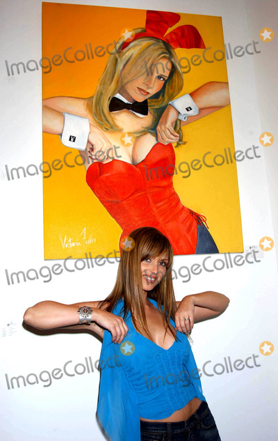 Deanna Brooks Photo - Playmate Artist Victoria Fuller Art Exhibition at the Wentworth Gallery at the Grove Los Angeles CA 03182004 Photo by Miranda ShenGlobe Photos Inc 2004 Deanna Brooks