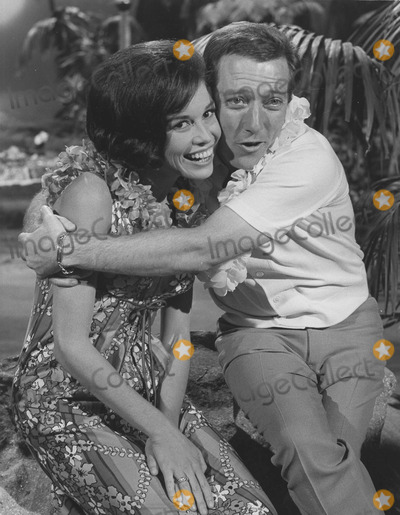 Andy Griffith Photo - Mary Tyler Moore with Andy griffithandy Griffith showsupplied by Globe Photos Inc