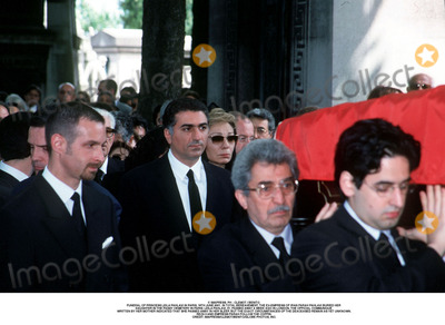 As Yet Photo - IMAPRESS PH  CLEMOT  BENITOFUNERAL OF PRINCESS LEILA PAHLAVI IN PARIS 16TH JUNE 2001 IN TOTAL BEREAVEMENT THE EX-EMPRESS OF IRAN FARAH PAHLAVI BURIED HER DAUGHTER IN THE PASSY CEMETERY IN PARIS LEILA PAHLAVI 31 PASSED AWAY A WEEK AGO IN LONDON THE OFFICIAL COMMUNIQUE WRITTEN BY HER MOTHER INDICATED THAT SHE PASSED AWAY IN HER SLEEP BUT THE EXACT CIRCUMSTANCES OF THE DEACEASED REMAIN AS YET UNKNOWNREZA II AND EMPRESS FARAH FOLLOW THE COFFINCREDIT IMAPRESSCLEMOTBENITOGLOBE PHOTOS INC