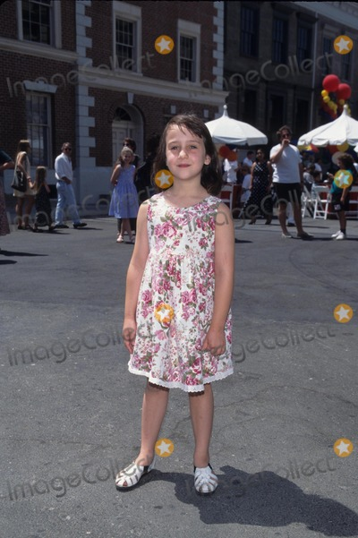 Mara Wilson Photo - Mara Wilson the Amazing Panda Adventure Premiere 1995 Photo Byfitzroy Barrett-Globe Photos Inc