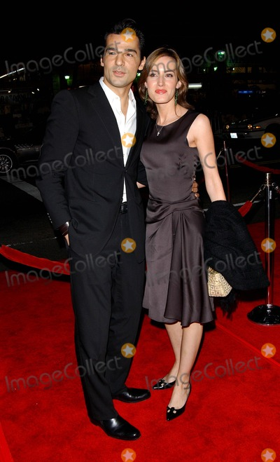 Erol Sander Photo - World Premiere of Alexander at Graumans Chinese Theatre Hollywood CA 11-16-2004 Photo by Fitzroy Barrett  Globe Photos Inc 2004 Erol Sander and Wife