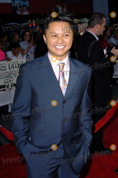 Alec Mapa Photo - Connie and Carla World Premiere at Universal Studios Cinema Universal City Walk Universal Studio CA 04132004 Photo by Fitzroy BarrettGlobe Photos Inc 2004 Alec Mapa