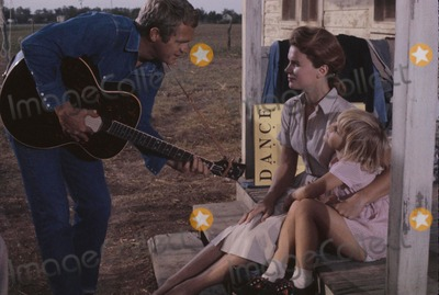 Lee Remick Photo - Kimberly Block Lee Remick  Steve Mcqueen 1963 Tl20405 Photo by William Claxton-Globe Photos Inc