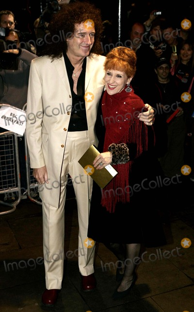Anita Dobson Photo - K50296BRIAN MAY AND ANITA DOBSONARRIVE FOR THE UK PREMIERE OF SPAMALOT THE NEW WEST END MONTY PYTHON INSPIRED SHOW AT THE PALACE THEATRE IN LONDONSINGER AND ACTRESSBRIAN MAY AND ANITA DOBSONSINGER AND ACTRESS10-17-2006Photo Tim MatthewsAllstarGlobe Photos Inc 2006