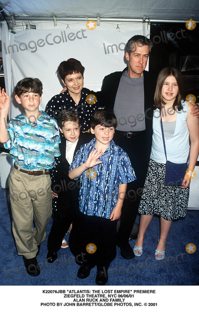 Alan Ruck Photo - Atlantis the Lost Empire Premiere Ziegfeld Theatre NYC 060601 Alan Ruck and Family Photo by John BarrettGlobe Photos Inc