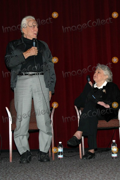 Jan Sterling Photo - K26849MR  SCREENING OF BILLY WILDERS CLASSIC 1951 FILM THE BIG CARNIVAL FOLLOWED BY A PANEL DISCUSSION ABOUT THE MAKING OF THE FILM WITH KIRK DOUGLAS AND JAN STERLINGDGA LOS ANGELES CA OCT 22 2002PHOTO BY MILAN RYBAGLOBE PHOTOS INC  2002 KIRK DOUGLAS AND JAN STERLING