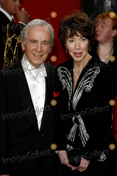 Andrew Sachs Photo - Andrew Sachs  Guest Actor the 2009 British Soap Awards Bbc Studios London 05-09-2009 Photo by Neil Tingle-allstar-Globe Photos Inc 2009