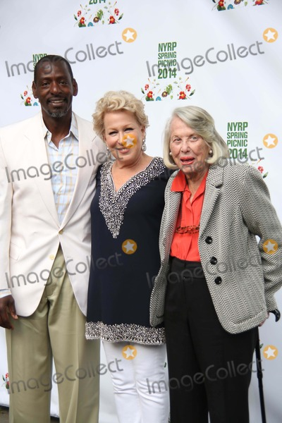 Liz Smith Photo - Bette Midlers New York Restoration Project Celebrates 19 Years at Its 13th Annual Spring Picnic General Grant National Memorial NYC May 29 2014 Photos by Sonia Moskowitz Globe Photos Inc Ron Finley Bette Midler Liz Smith
