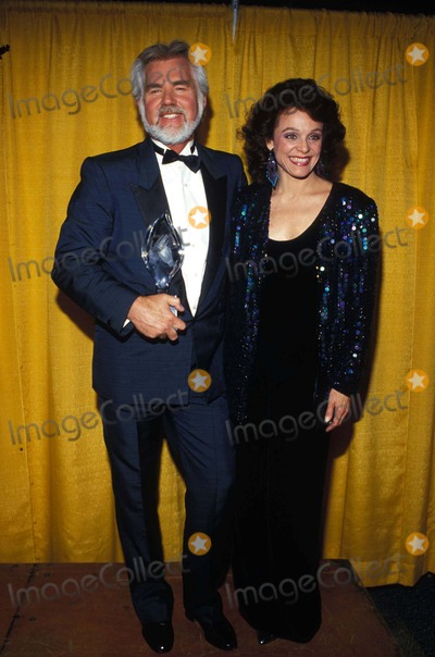 Kenny Rogers Photo - Kenny Rogers and Valerie Harper F3899 1987 Photo by Ralph DominugezGlobe Photos Inc