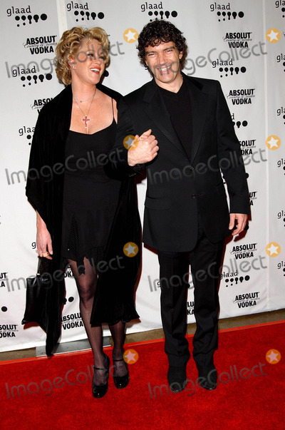 Melanie Griffith Photo - 15th Annual Glaad Media Awards Arrivals at the Kodak Theatre in Hollywood CA 03272004 Photo by Fitzroy BarrettGlobe Photos Inc 2004 Melanie Griffith and Antonio Banderas