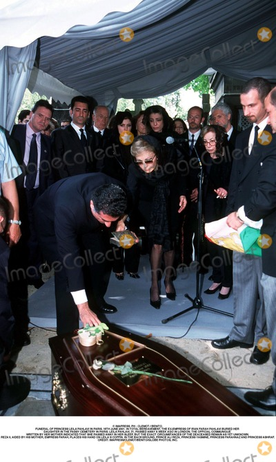 As Yet Photo - IMAPRESS PH  CLEMOT  BENITOFUNERAL OF PRINCESS LEILA PAHLAVI IN PARIS 16TH JUNE 2001 IN TOTAL BEREAVEMENT THE EX-EMPRESS OF IRAN FARAH PAHLAVI BURIED HER DAUGHTER IN THE PASSY CEMETERY IN PARIS LEILA PAHLAVI 31 PASSED AWAY A WEEK AGO IN LONDON THE OFFICIAL COMMUNIQUE WRITTEN BY HER MOTHER INDICATED THAT SHE PASSED AWAY IN HER SLEEP BUT THE EXACT CIRCUMSTANCES OF THE DEACEASED REMAIN AS YET UNKNOWNREZA II AIDED BY HIS MOTHER EMPRESS FARAH PLACES HIS HAND ON LEILAS COFFIN IN THE BACKGROUND PRINCE ALI REZA PRINCESS YASMINE PRINCESS FARAHNAZ AND PRINCESS ASHRAFCREDIT IMAPRESSCLEMOTBENITOGLOBE PHOTOS INC