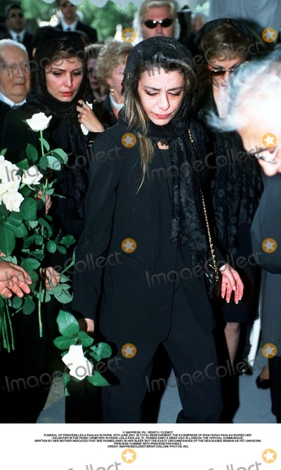 As Yet Photo - IMAPRESS PH  BENITO  CLEMOTFUNERAL OF PRINCESS LEILA PAHLAVI IN PARIS 16TH JUNE 2001 IN TOTAL BEREAVEMENT THE EX-EMPRESS OF IRAN FARAH PAHLAVI BURIED HER DAUGHTER IN THE PASSY CEMETERY IN PARIS LEILA PAHLAVI 31 PASSED AWAY A WEEK AGO IN LONDON THE OFFICIAL COMMUNIQUE WRITTEN BY HER MOTHER INDICATED THAT SHE PASSED AWAY IN HER SLEEP BUT THE EXACT CIRCUMSTANCES OF THE DEACEASED REMAIN AS YET UNKNOWNPRINCESS YASMINE WITH PRINCESS FARAHNAZCREDIT IMAPRESSCLEMOTBENITOGLOBE PHOTOS INC