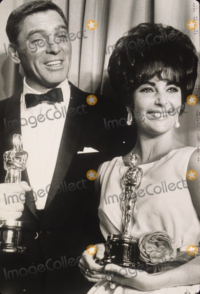 Burt Lancaster Photo - Elizabeth Taylor with Burt Lancaster at Oscar Performance in Butterfield 8 Supplied by Globe Photos Inc