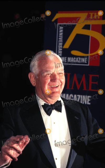 William Westmoreland Photo - Times 75th Anniversary Party at Radio City Music Hall New York City 03-03-1998 General William Westmoreland Photo by Walter Weissman-Globe Photos