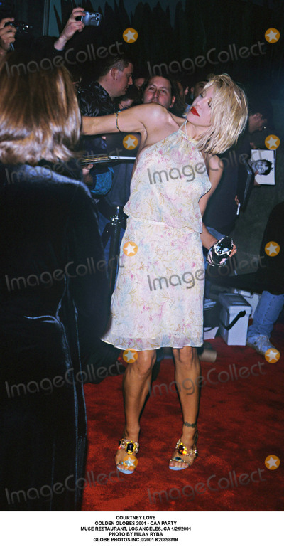 Courtney Love Photo - Courtney Love Golden Globes 2001 - Caa Party Muse Restaurant Los Angeles CA 1212001 Photo by Milan Ryba Globe Photos Inc2001