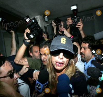 Daniela Cicarelli Photo - K4320420050512 SAO PAULO BRAZIL Model and tv presenter Daniela Cicarelli leaving MTV studios where she presents a tv program after the announcement of the separation from Real Madrid football player Ronaldo 3 months after their marriage on St Valentines dayPHOTO MOREIRA -CITYFILES-GLOBE PHOTOS
