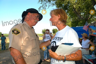 Cindy Sheehan Photo - K44559JN CINDY SHEEHAN WHOS SON CASEY WAS KILLED IN THE WAR WITH IRAQ HOLDS A CANDLELIGHT VIGIL TO PROTEST THE WAR OUTSIDE PRESIDENT BUSH S RANCH IN CRAWFORD TEXAS  07-17-2007PHOTO BY JEFF NEWMAN-GLOBE PHOTOS INC  2005 Cindy Sheehan visits with Mclennan County Sherrifsdepartments Lt SD (Sid) Franklin