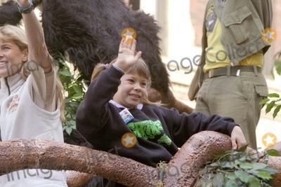 Terry Irwin Photo - Annual Macys Thanksgiving Day Parade in Manhattan Photos  Bruce Cotler 2007 11 -22 - 07 Bindi Irwin