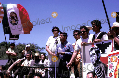 Cesar Chavez Photo - Cesar Chavez Speaks at Organizing Rally CA Photo ByGlobe Photos