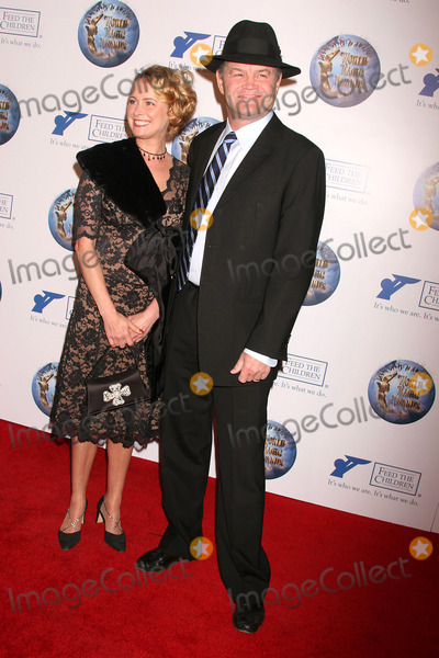 Ami Dolenz Photo - the 2008 World Magic Awards Barker Hangar Santa Monica CA 101108 Micky Dolenz and Daughter Ami Dolenz Photo Clinton H Wallace-photomundo-Globe Photos Inc